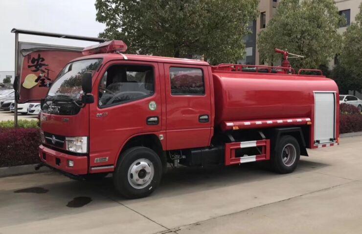 东风多利卡3吨消防洒水车