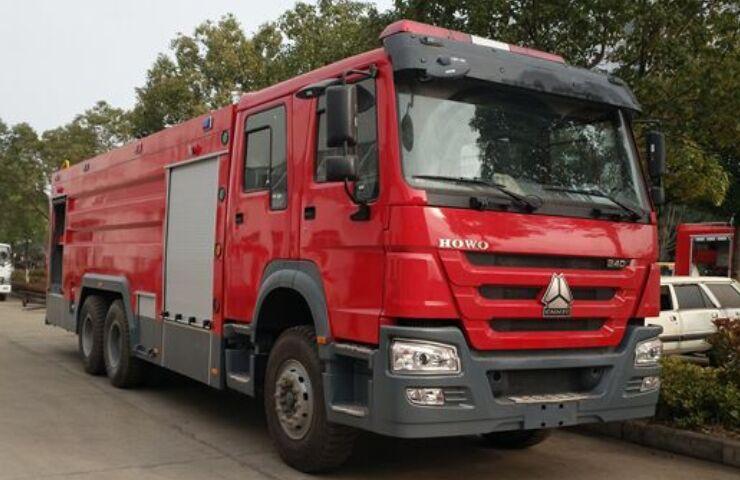 重汽豪沃16吨水罐/泡沫消防车